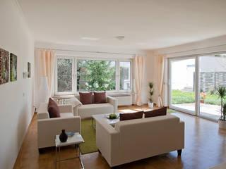 IMMOstyling - DIE Homestaging Agentur:  tarz Oturma Odası