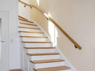 Pasillos, vestíbulos y escaleras de estilo moderno de Peter Rohde Innenarchitektur Moderno