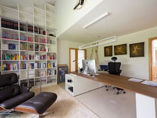 Studio moderno di tRÄUME - Ideen Raum geben Moderno