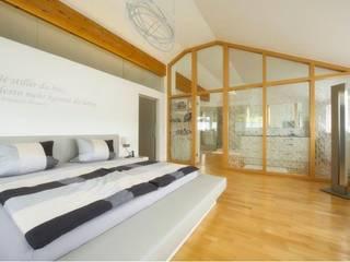 Exklusives Schlafzimmer Moderne Schlafzimmer von tRÄUME - Ideen Raum geben Modern