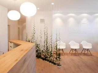 M2 Zahnarztpraxis Flur, Diele & Treppenhaus von [lu:p] Architektur GmbH