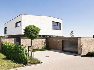 Wohnhaus T :  Garage & Schuppen von [lu:p] Architektur GmbH