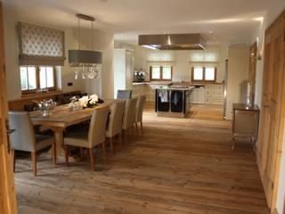 Sala da pranzo in stile In stile Country di Egger & Egger Immobilien