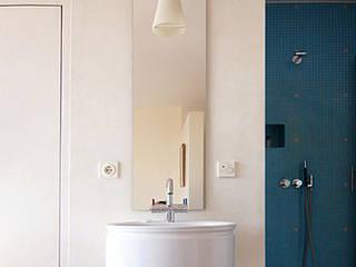 Villa L:  Badezimmer von Architektur & Interior Design