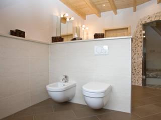 Eklektyczna łazienka od Fliesen Hiersemann Eklektyczny