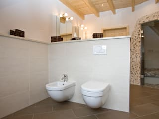 Casas de banho ecléticas por Fliesen Hiersemann Eclético