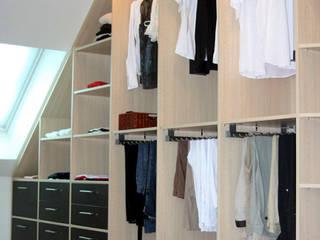 Vestidores y closets de estilo  por RAUMAX GmbH, Moderno