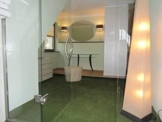 Vestidores y closets de estilo  por RAUMAX GmbH, Ecléctico