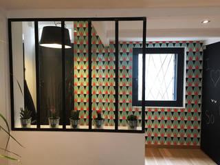 Villa Giulia _ Entrée: Couloir et hall d'entrée de style  par MAAD Architectes