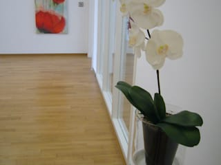 Eigentumswohnung in Berlin-Mitte: modern  von FLAiR Home Staging,Modern