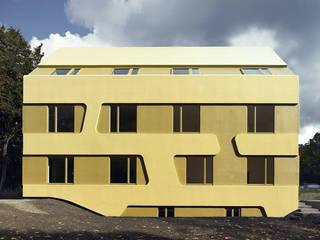 Casas de estilo  por J.MAYER.H,