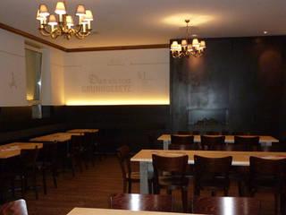 Salas de jantar  por Schreinerei-Moldaschl