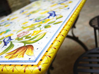 Arredare il proprio giardino con un opera d'arte: Tavoli in ceramica di Deruta Giardinitaliani di Giardinitaliani Mediterraneo