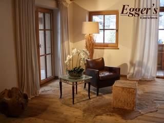 Soggiorno in stile In stile Country di Egger & Egger Immobilien