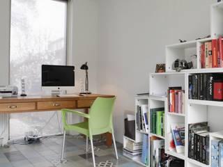 Media room by Kolory Maroka, Mediterranean