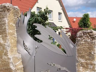 "Stainless Steel Gate Design ""the Perfect Wave"" Series Modern style gardens by Edelstahl Atelier Crouse: Modern"