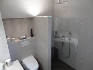 Modern style bathrooms by Wände mit Charakter Modern