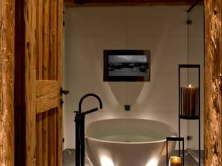 Silent Indoor Board, Hotel Alpina Gstaad, Switzerland Rustikale Badezimmer von GABAG Produktions und Vertriebs AG Rustikal