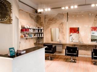 """Friseursalon """"Hair Sweet Hair"""", Berlin Rustikale Ladenflächen von EINRAUMKONZEPT Rustikal"""