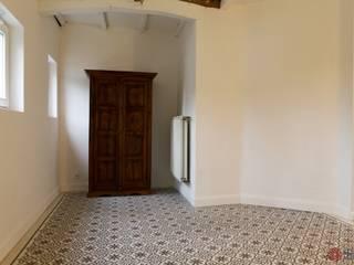 Paredes y pisos de estilo mediterráneo de Kolory Maroka Mediterráneo