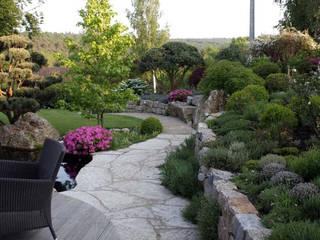 Kompletter Garten in Hünstetten: moderner Garten von Kirchner Garten + Teich GmbH