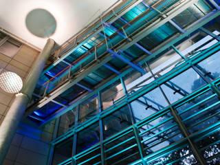 Die Welle-Frankfurt-Lichtplanung + Energieeffizienz Moderne Bürogebäude von ligthing & interior design Modern
