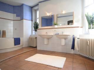 Bad in Mietwohnung: mediterrane Badezimmer von Home Staging Cornelia Reichel