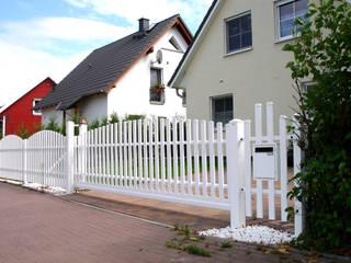 Giardino in stile  di Triumph-Zaunsysteme