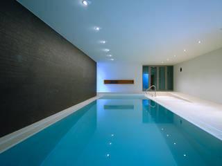 Villa F:  Pool von Architektur & Interior Design
