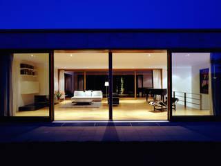 Villa F:  Wohnzimmer von Architektur & Interior Design