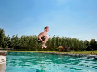 Modern pool by MINNOVA BNS GmbH Modern