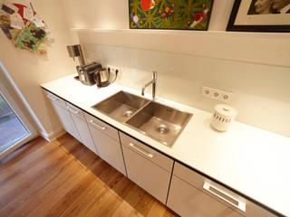 Waschbereich Quadrante : moderne Küche von WEINKATH GmbH