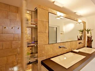 Badezimmer - designed by Helm Design : ausgefallene Badezimmer von Ihr Schreinermeister GmbH