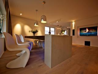 livingroom - designed by Helm Design: moderne Esszimmer von Ihr Schreinermeister GmbH