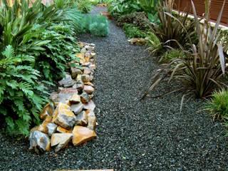 Jardines de estilo moderno por Simbiosi Estudi