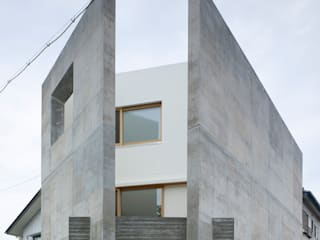 現代房屋設計點子、靈感 & 圖片 根據 小泉設計室 現代風