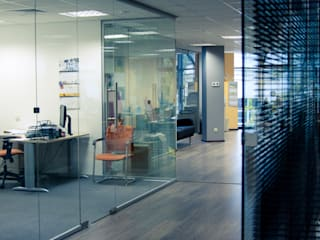 Дизайн интерьера офиса, г.Москва от Архитектурная мастерская Н. Тумановой Минимализм
