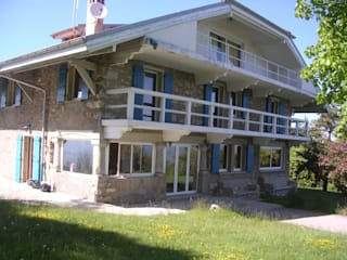 Rénovation chalet de pierre Maisons rustiques par FOBB Rustique