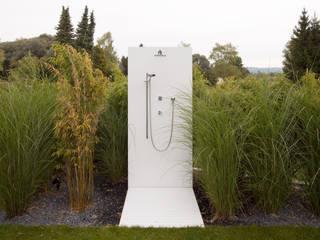 Villa Germany: moderner Garten von HI-MACS®