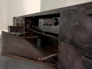 Aparadores y muebles de almacenamiento de salón:  de estilo  de Noé Metal Design