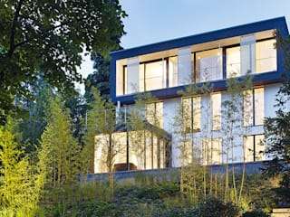 モダンな 家 の A-Z Architekten モダン