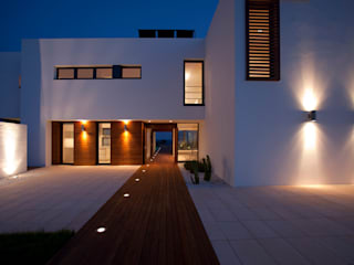 Modern houses by dom arquitectura Modern