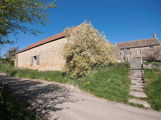 Court Farm Barn:  Houses by Designscape Architects Ltd
