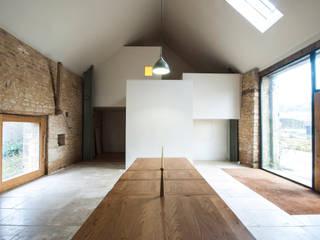 Court Farm Barn Ruang Makan Gaya Rustic Oleh Designscape Architects Ltd Rustic