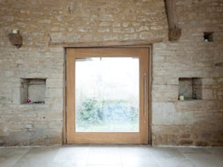Court Farm Barn Rustikale Fenster & Türen von Designscape Architects Ltd Rustikal