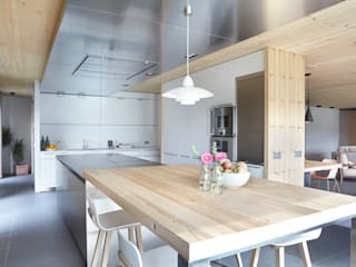Cucina in stile in stile Scandinavo di Coblonal Arquitectura
