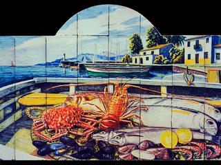 Pescados y mariscos en una barca:  de estilo  de Angulo Ceramic Art
