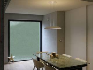 Picture House: Sala da pranzo in stile  di Fabio Barilari Architetti