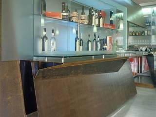 DES/teel _ cafe Gastronomia in stile moderno di Fabio Barilari Architetti Moderno