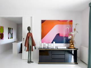 Moderne woonkamers van MÁLAMO Modern